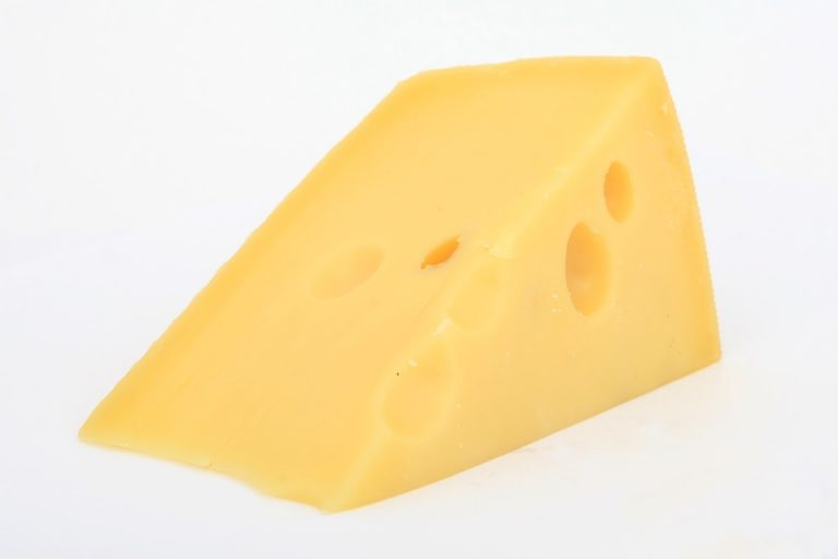 6 Foods to Fight a Vitamin B12 Deficiency: Cheese