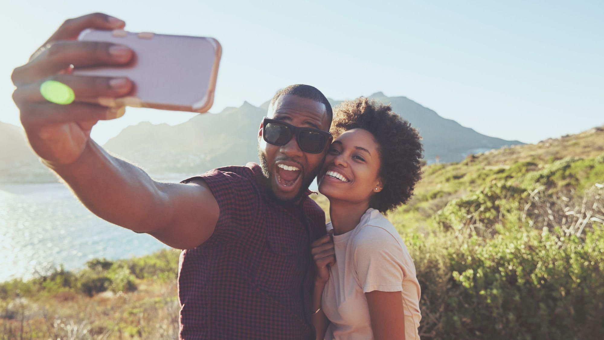 Couple_Taking_Selfie  3